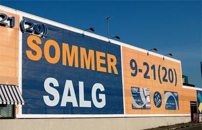 PVC-banner på fasade